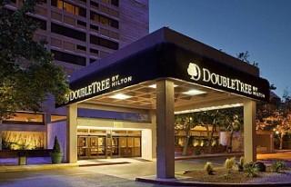 DoubleTree by Hilton, otelden atılan siyah müşterisinden...