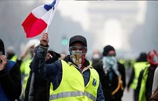 Macron'un açıklamaları 'sarı yelekliler'i...