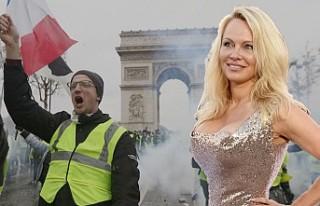 Pamela Anderson'dan 'Sarı Yelekliler'e...