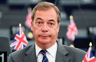 UKIP'in eski lideri Nigel Farage partisinden...