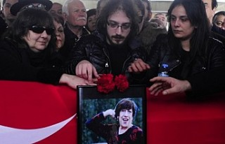 Usta oyuncu Ayşen Gruda, son yolculuğuna uğurlandı