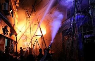 Bangladeş'teki yangında hayatını kaybedenlerin...