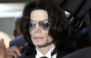 Micheal Jackson'un, sorgu sırasında çekilmiş...