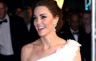 Kate Middleton, kıyafetiyle BAFTA ödül törenine...