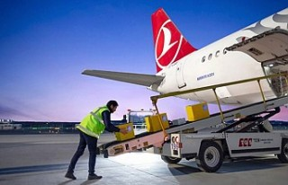 Turkish Cargo'nun ilk kargosu Türk bayrağı...