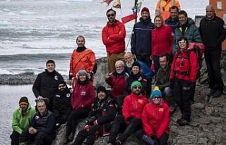 Antarktika'daki Türk ekibinden yabancı üslere...