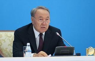Nazarbayev canlı yayında istifa etti