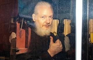 Assange ABD'nin adaletsizliğinden kaçındı