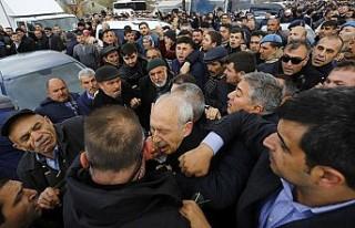 CHP lideri Kemal Kılıçdaroğlu'na şehit cenazesinde...