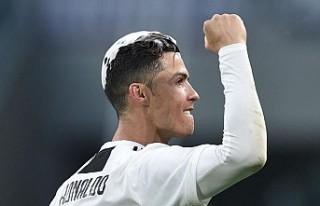 Cristiano Ronaldo, dünya futbol tarihine geçti