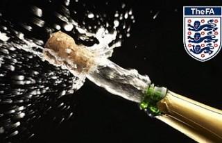 İngiltere'de kupa kutlamalarına şampanya yasağı...