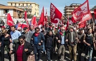 İtalya'da neo-faşistlere karşı çıkan 15...