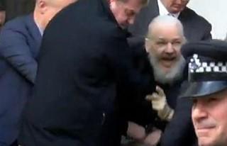 Wikileaks'in kurucusu Assange Londra'da...