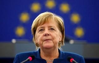 Angela Merkel, Avrupa'da karanlık güçlerden...