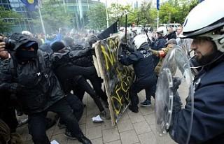 Belçika'da sarı yelekliler seçim günü yine...