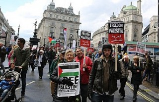 Binlerce kişi Londra'da Filistin için yürüdü