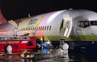 Boeing 737 pistten çıkıp nehre düştü