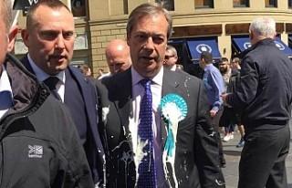 Brexit Partisi lideri Farage'a sütlü saldırı