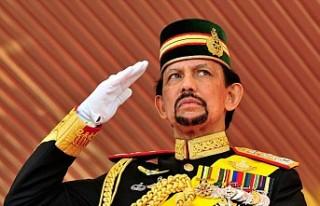 Brunei Sultanı, Oxford'dan aldığı fahri hukuk...