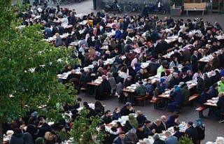 Hollanda'da 'Cami Meydanı'nda sokak...