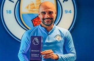 """Premier Lig'de """"sezonun teknik direktörü""""..."""