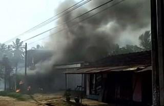 Sri Lanka'da Müslümanlara ait fabrika ateşe...