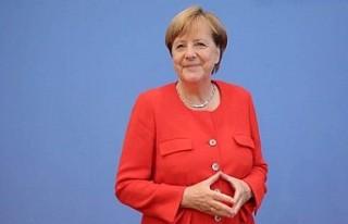 Angela Merkel'den titremesiyle ilgili kaygılara...