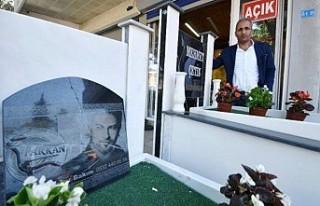 Antalya'da Tarkan'ın ölmeden mezar taşını...