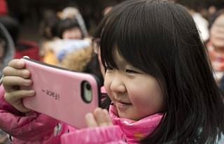 İki yaşındaki Çinli çocuk, telefon yüzünden...