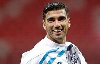 Ünlü futbolcu trafik kazasında hayatını kaybetti