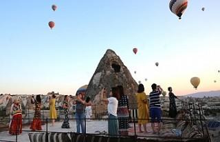 Kapadokya'da balonlar 'dekor' teraslar...