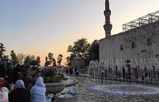 Kadir Gecesi'nde Müslümanlar camilere akın...