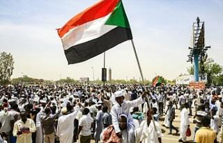 Sudan'daki Türk vatandaşlarına 'sokağa...
