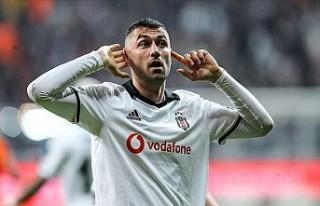 Beşiktaş'ta yeni kaptan Burak Yılmaz