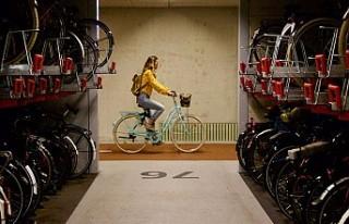 Hollanda'da dünyanın en büyük bisiklet parkı...