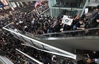 Hong Kong Uluslararası Havalimanı'nda uçuşlar...