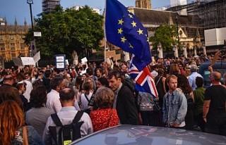 İngiltere'de parlamentoyu tatil kararına karşı...