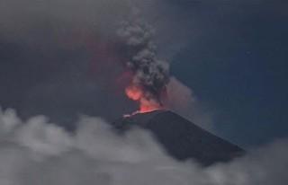 Japonya'nın Asama Yanardağı'nda patlama