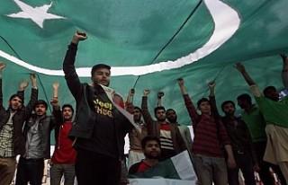 Pakistan Hindistan ile ticari ilişkilerini resmen...