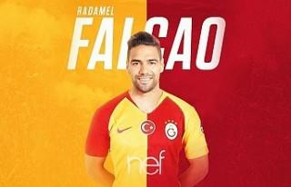 Falcao, Galatasaray formasıyla poz verdi!