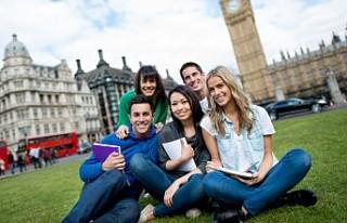 İngiltere'de mezun olan yabancı öğrenciler...