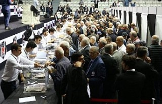 Beşiktaş'ın olağanüstü kongresinde oylar...