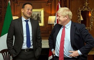 Boris Johnson ile İrlandalı mevkidaşı Leo Varadkar...