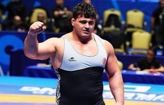 Milli güreşçi Rıza Kayaalp'ten altın madalya