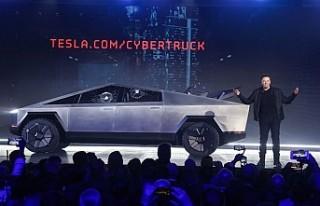 Elon Musk sahnede zor anlar yaşadı, yeni aracın...
