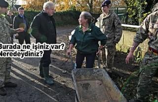 Sel bölgesine geç giden Başbakan Johnson'a...