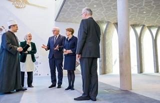 Almanya Cumhurbaşkanı Steinmeier Penzberg Camisi'ni...