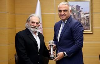Bakan Ersoy, Haluk Bilginer ile görüştü