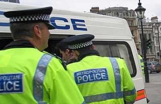 İngiliz polisinden, eylemcilere binlerce sterlinlik...