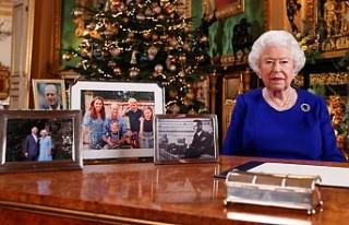 Kraliçe II. Elizabeth'in Noel Mesajında Dikkat...